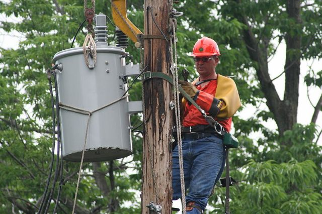 lines men working during power outage